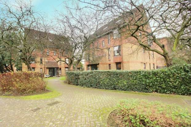1 Bedroom Flat for sale in Coopers Close, Aldgate, Greater London, E1 4BB