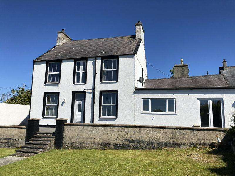 5 Bedrooms Detached House for sale in Pengorffwysfa, Anglesey