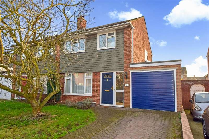 3 Bedrooms Semi Detached House for sale in Hag Hill Rise, Taplow, SL6