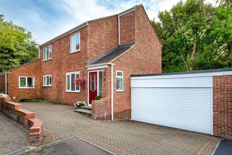 4 Bedrooms Detached House for sale in Nash Road, Royston