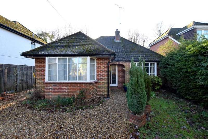2 Bedrooms Detached Bungalow for sale in Aldershot Road, Fleet