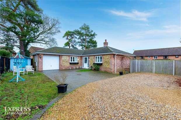 4 Bedrooms Detached Bungalow for sale in Holm Oak Gardens, Swaffham, Norfolk