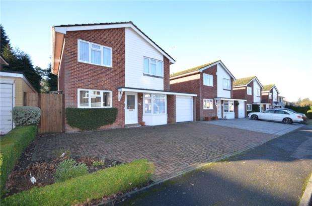 4 Bedrooms Detached House for sale in The Brambles, Crowthorne, Berkshire