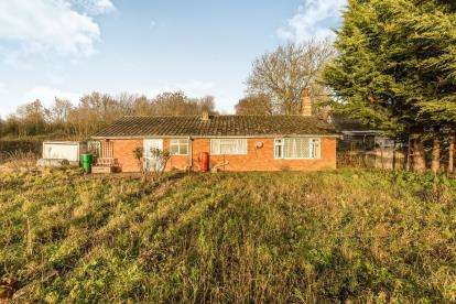 3 Bedrooms Bungalow for sale in Coppice Farm, Hipton Hill, Lenchwick, Worcestershire