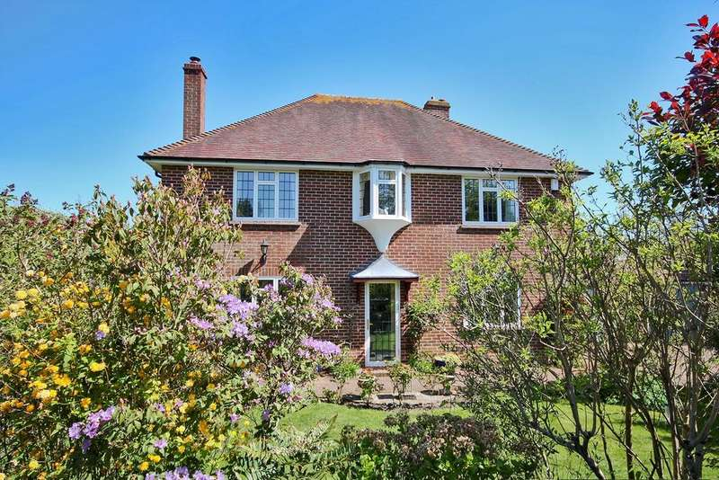 4 Bedrooms Detached House for sale in Mayflower Close, Lymington, SO41