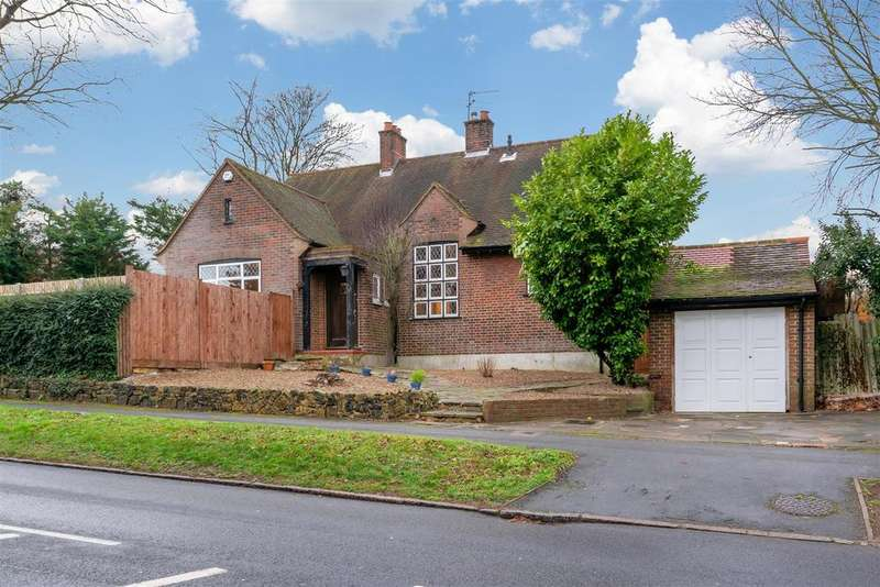 4 Bedrooms Detached House for sale in Banstead Road, Carshalton
