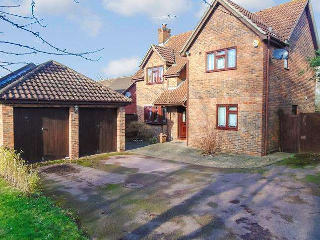 4 Bedrooms Detached House for sale in Great Leighs Way, Basildon, Essex, SS13 1QN
