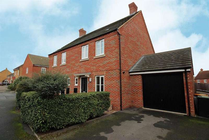 3 Bedrooms Semi Detached House for sale in Crispin Drive, Bedford