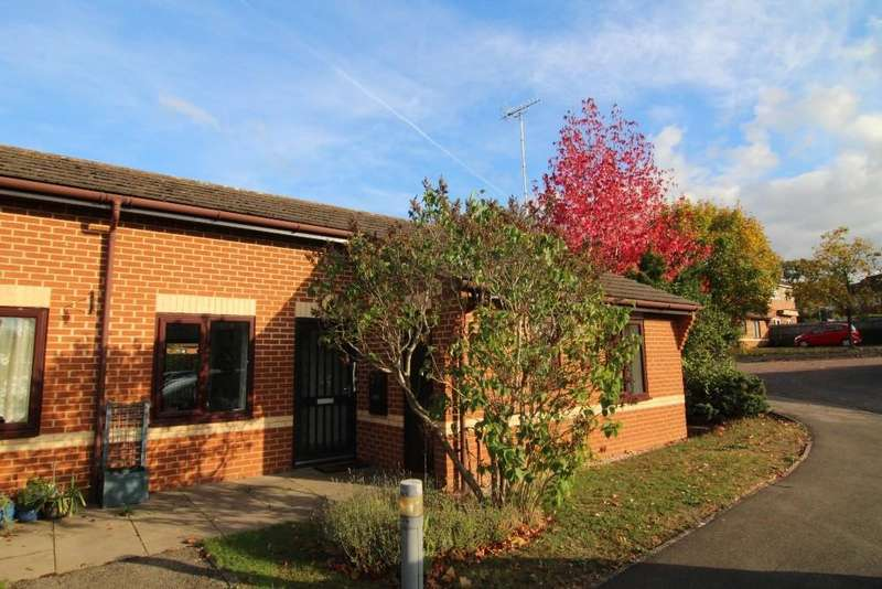 2 Bedrooms Bungalow for sale in Kennet Court, Wokingham