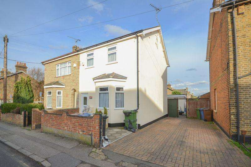 4 Bedrooms Semi Detached House for sale in Wharf Road, Stanford-Le-Hope