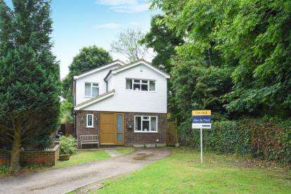 4 Bedrooms Detached House for sale in Stour Close, Keston