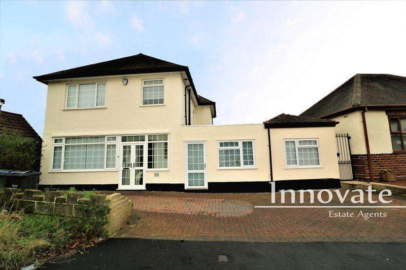4 Bedrooms Detached House for sale in Charlemont Crescent, West Bromwich
