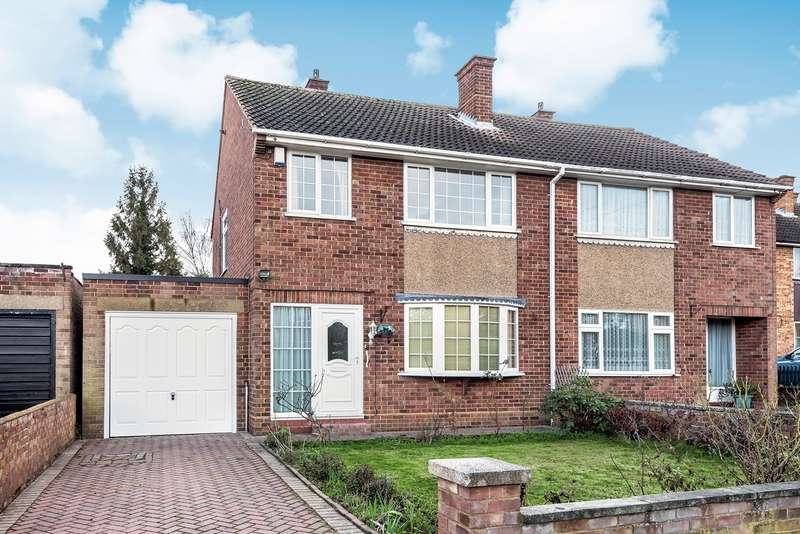 3 Bedrooms Semi Detached House for sale in Wellingham Avenue, Hitchin, SG5