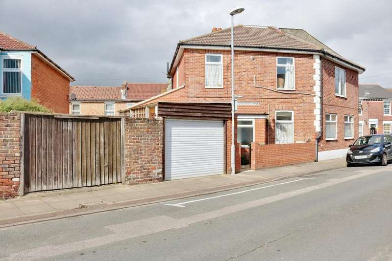 4 Bedrooms Semi Detached House for sale in Walden Road, Portsmouth