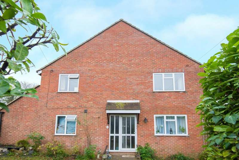 4 Bedrooms Semi Detached House for sale in Totteridge Drive, High Wycombe HP13