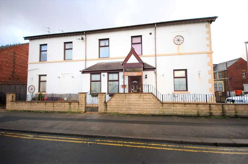 4 Bedrooms Flat for sale in Station Terrace, Blackpool
