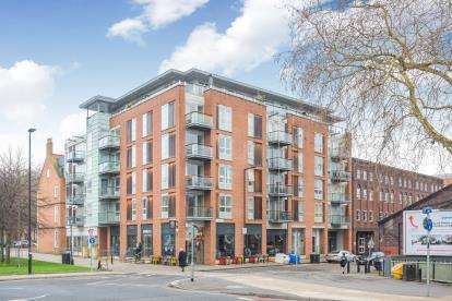 2 Bedrooms Flat for sale in Queen Square Apartments, Bell Avenue, Bristol