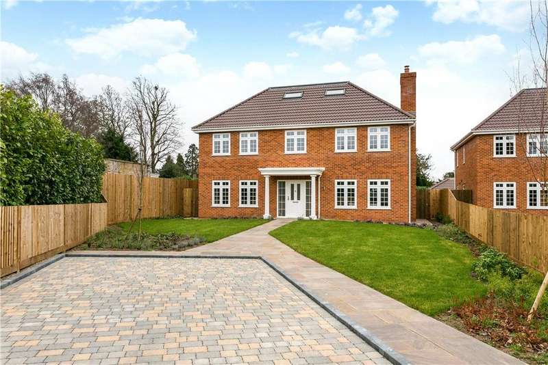 5 Bedrooms Detached House for sale in Hollycombe, Englefield Green, Egham, Surrey, TW20