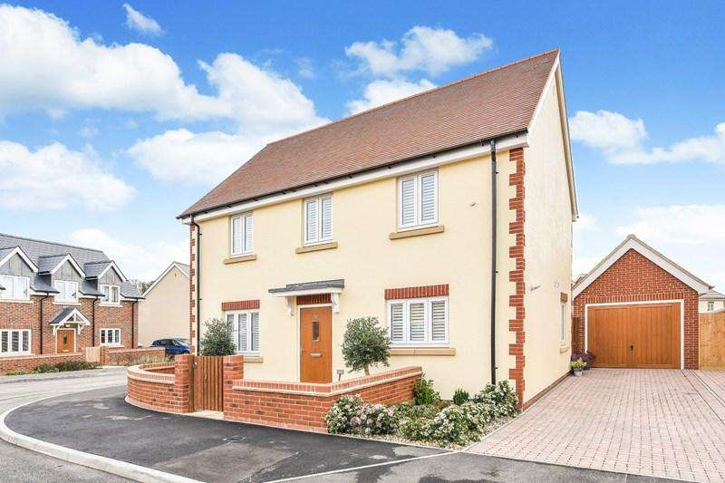 4 Bedrooms Detached House for sale in Bluebell Place, Whitchurch
