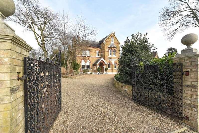 6 Bedrooms Detached House for sale in Mottingham Lane SE9