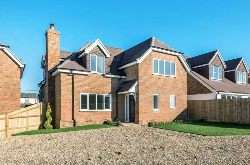 4 Bedrooms Detached House for sale in Byfleet Avenue, Old Basing, Basingstoke, Hampshire, RG24