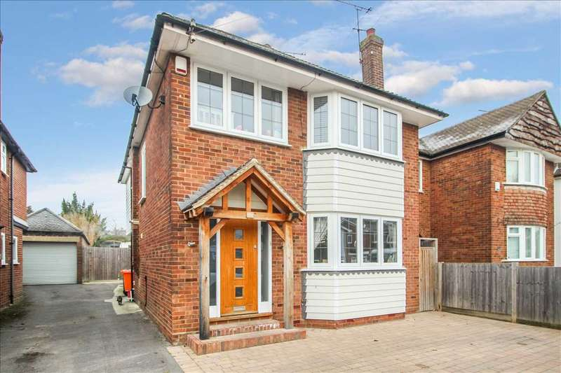 4 Bedrooms Detached House for sale in Hunter Avenue, Shenfield