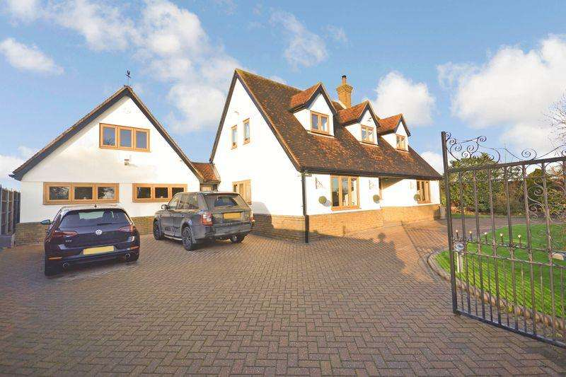 5 Bedrooms Detached House for sale in Turnpike Lane, West Tilbury