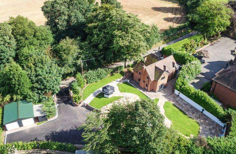 4 Bedrooms Detached House for sale in Butterton, Newcastle