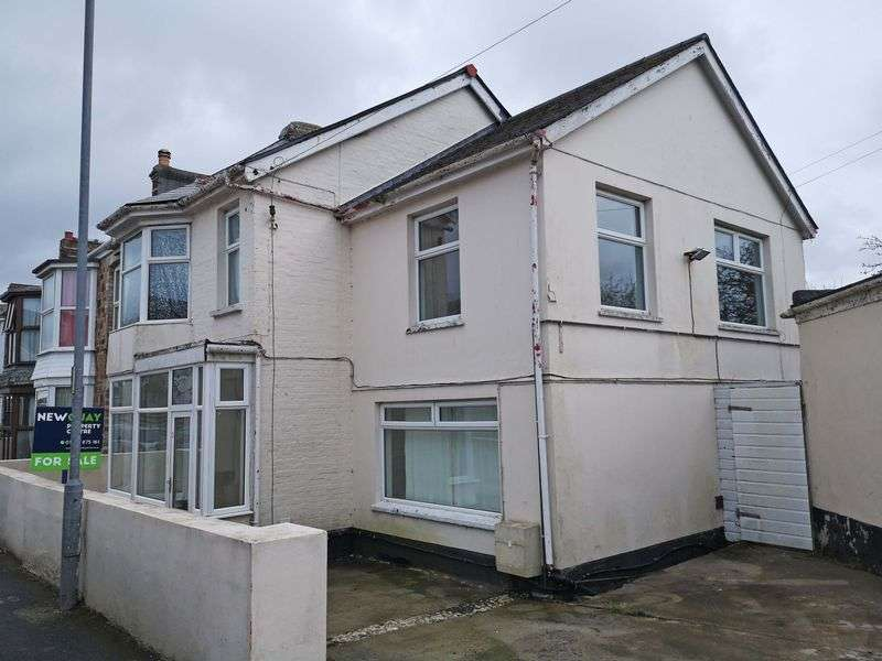 4 Bedrooms Property for sale in Lanhenvor Avenue, Newquay