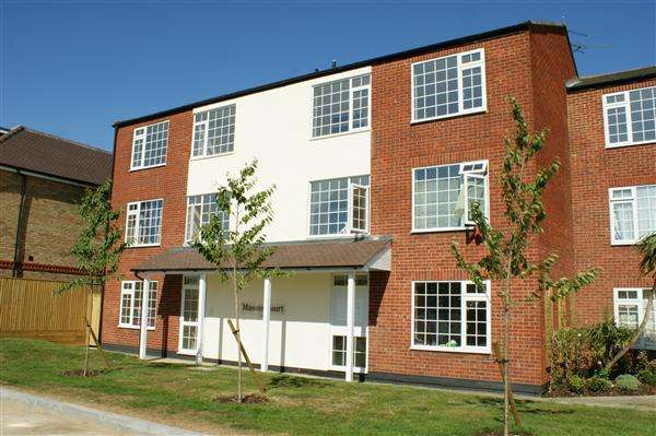 2 Bedrooms Apartment Flat for sale in Masons Court, Masons Road, Cippenham