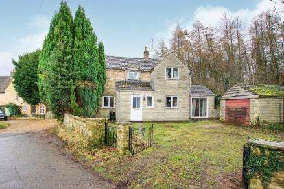 3 Bedrooms Detached House for sale in Pitt Court, North Nibley, Dursley, Gloucestershire