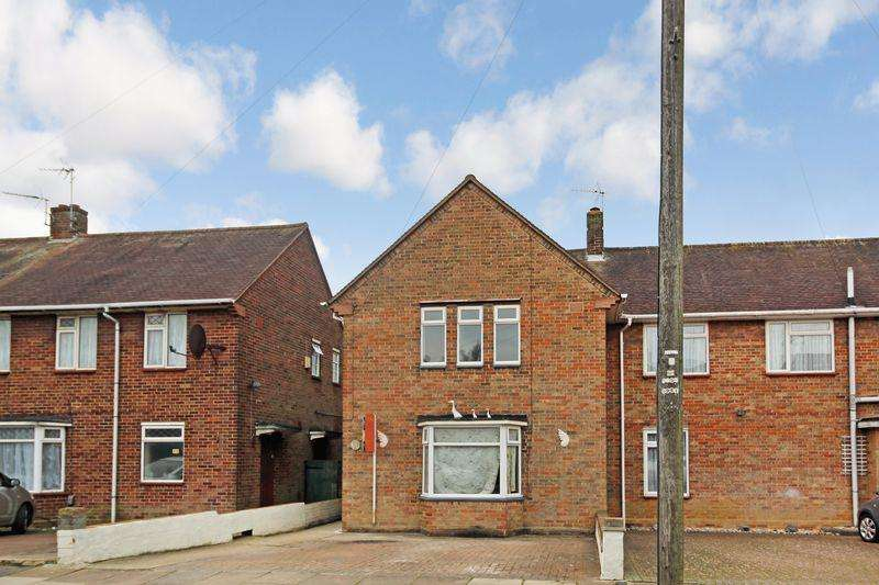 3 Bedrooms Semi Detached House for sale in Abbots Wood Road, Luton
