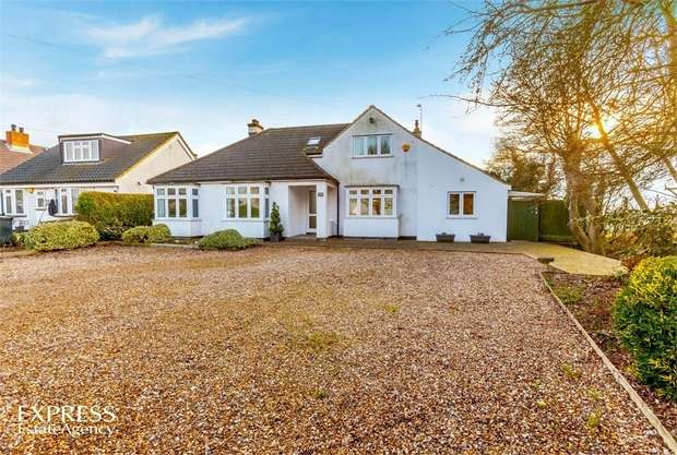 4 Bedrooms Detached Bungalow for sale in Lindsey Street, Epping, Essex