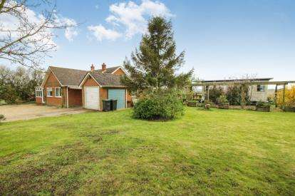 3 Bedrooms Bungalow for sale in Harlow, Essex