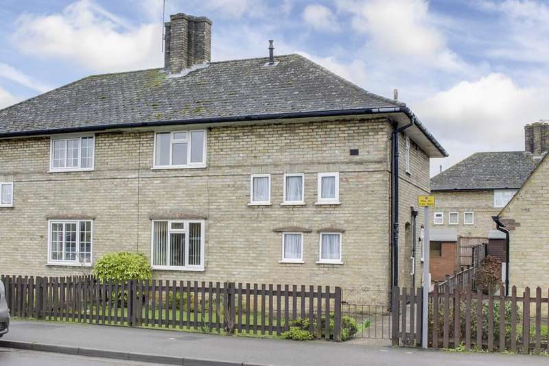 3 Bedrooms Semi Detached House for sale in Cromwell Gardens, St. Neots