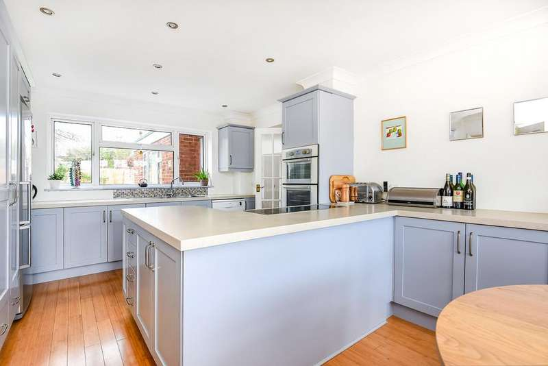 4 Bedrooms Detached House for sale in Brettingham Avenue, Cringleford