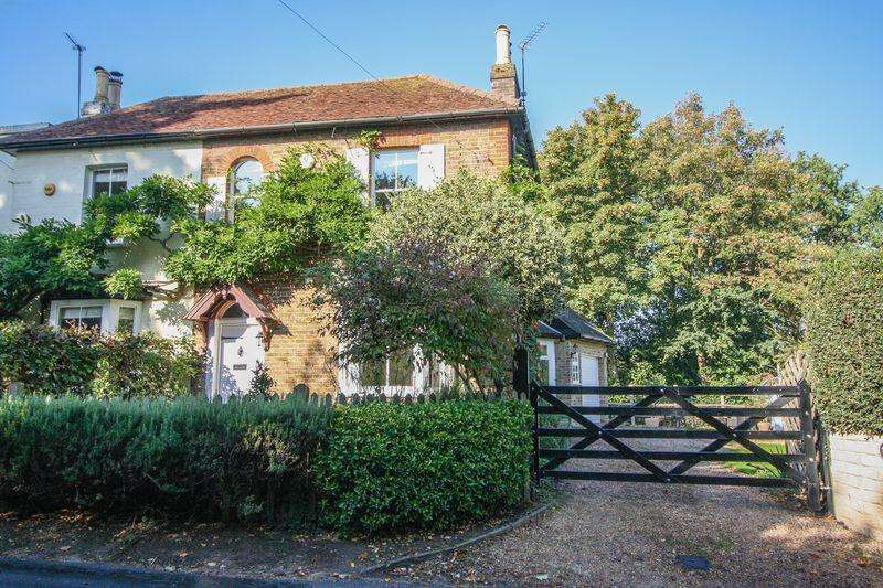 3 Bedrooms Semi Detached House for sale in Cookham Dean