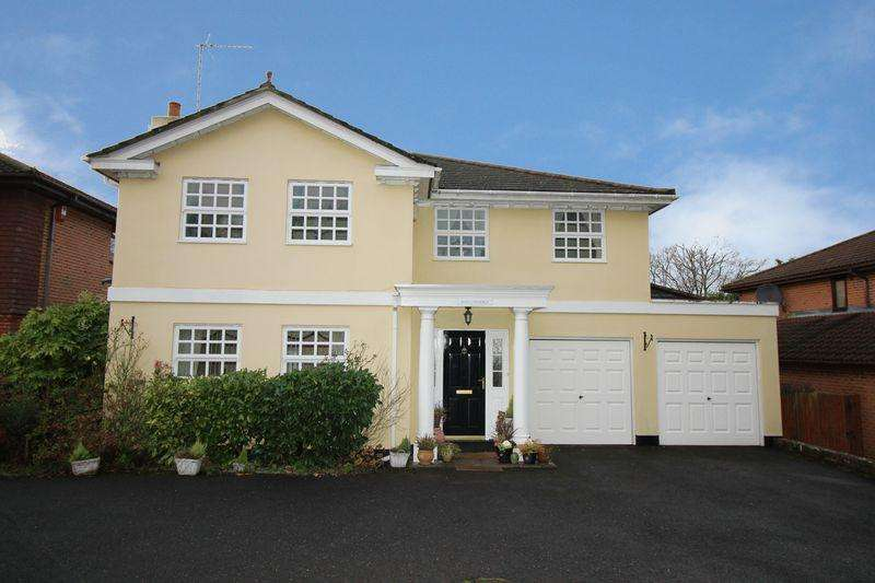 5 Bedrooms Detached House for sale in Worth, Crawley