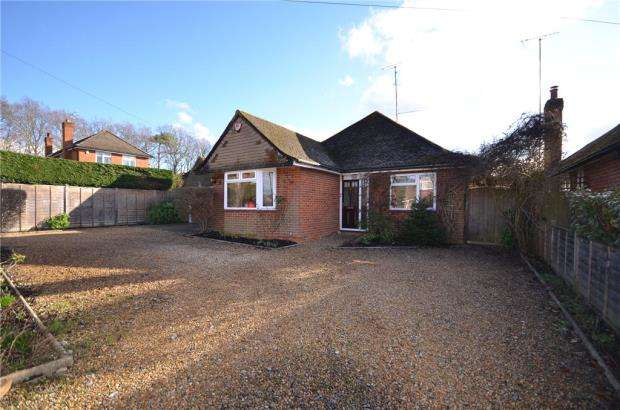 3 Bedrooms Detached Bungalow for sale in Maple Drive, Crowthorne, Berkshire