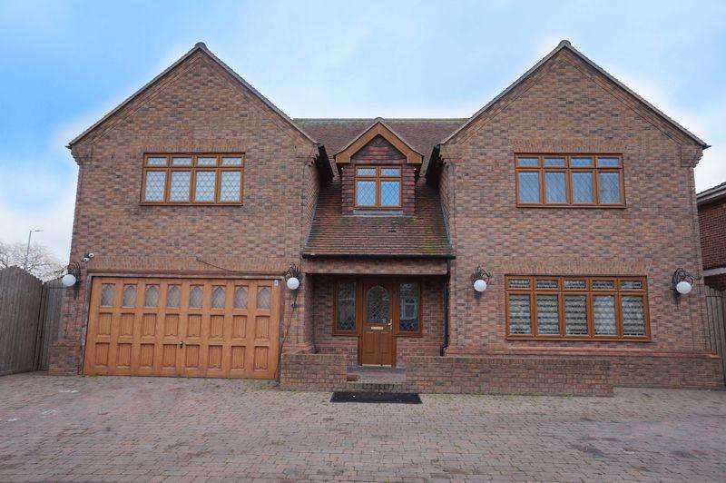 5 Bedrooms Detached House for sale in Rainbow Road, Canvey Island