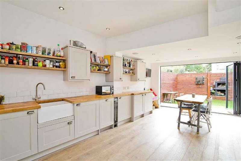 3 Bedrooms House for sale in Mayville Road, Leytonstone, London