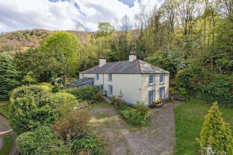 5 Bedrooms Detached House for sale in Holyhead Road, Froncysyllte, Near Llangollen