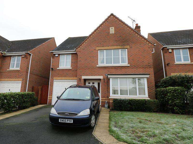 4 Bedrooms Detached House for sale in Crabtree Road, Walsall