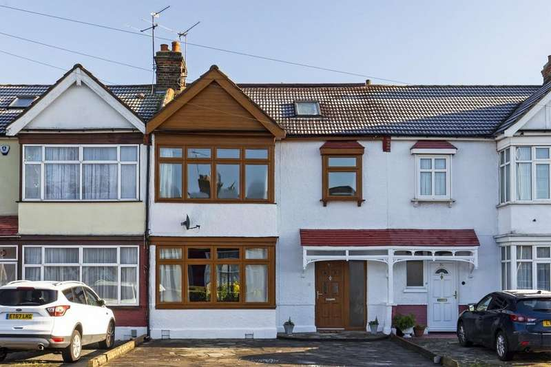 5 Bedrooms Terraced House for sale in Beehive Lane, Gants Hill