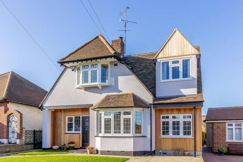 4 Bedrooms Detached House for sale in Brampton Close, Westcliff-On-Sea