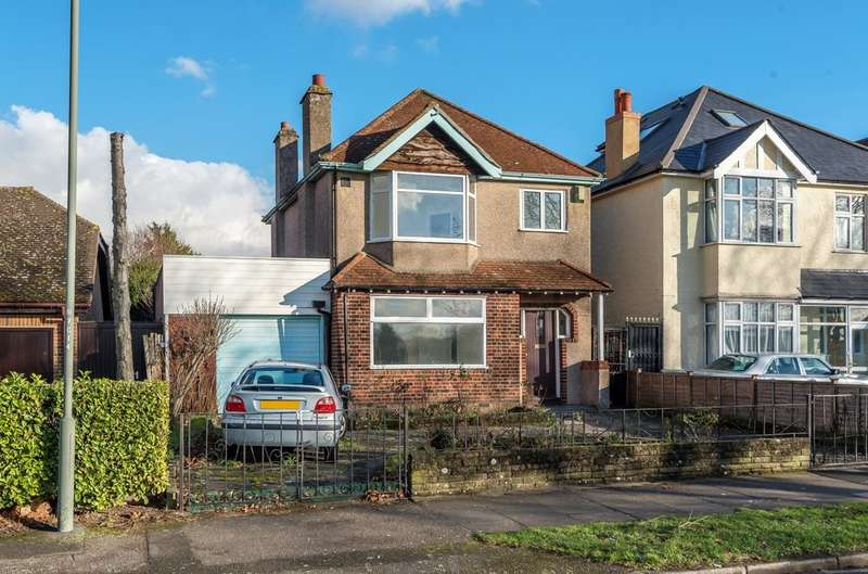 3 Bedrooms Detached House for sale in Court Farm Road, London SE9