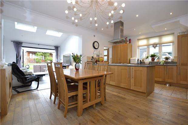 3 Bedrooms Semi Detached House for sale in Wellington Hill West, Bristol, BS9 4QU