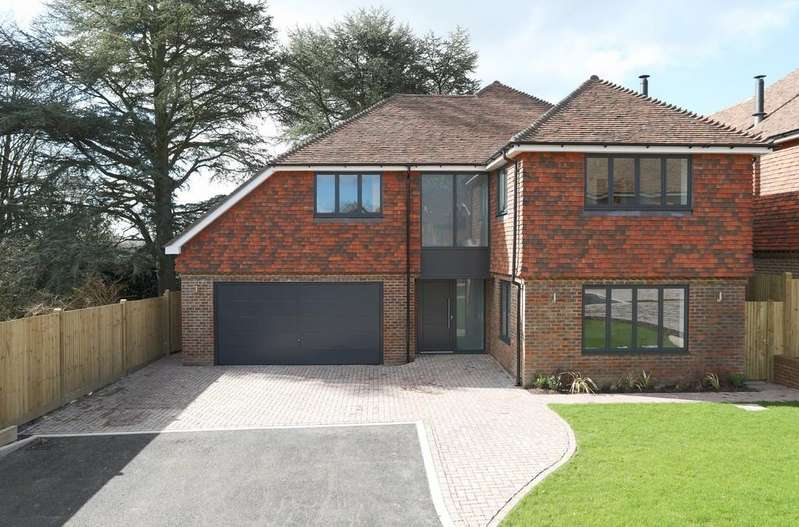 4 Bedrooms Detached House for sale in Musgrove Place, Crowborough Hill