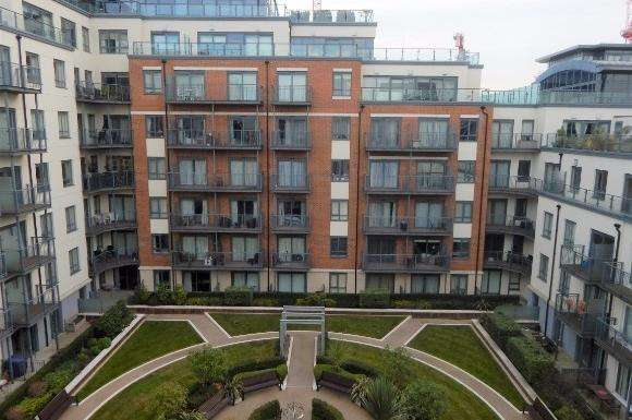 3 Bedrooms Flat for sale in Curtiss House, 62 27 Heritage Avenue, Beaufort Park, London