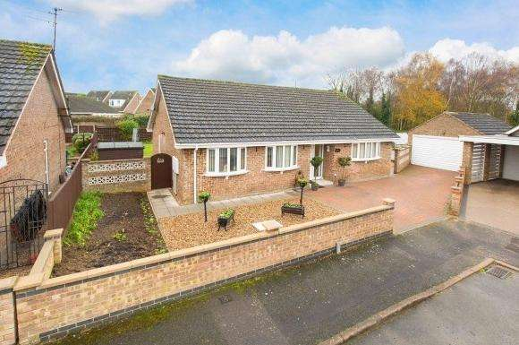 3 Bedrooms Property for sale in Baltic Close, Corby